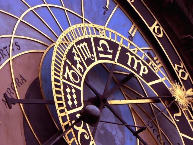 השעון האסטרונומי בפראג חוזר לעבודה