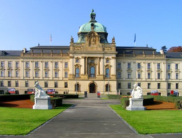 הארמון הזה בפראג יכול להיות שלכם