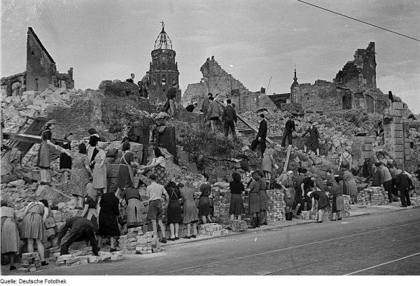 עובדי כפייה בתקופת הכיבוש הנאצי