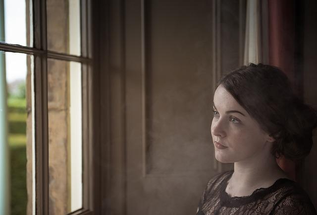המלכה איזבל והחלון רגע לפני