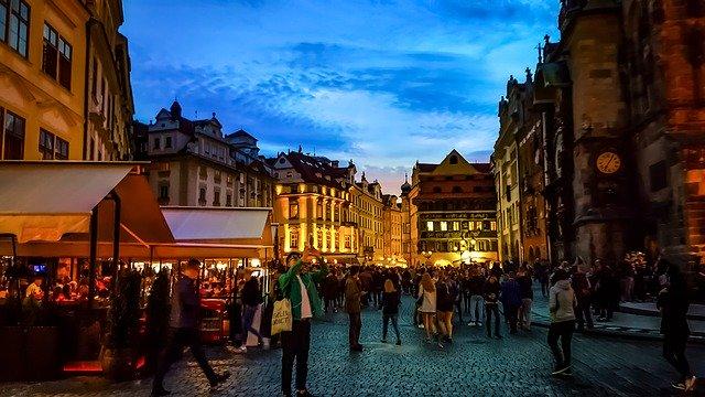 כיכר העיר העתיקה בפראג - לא רק שעון