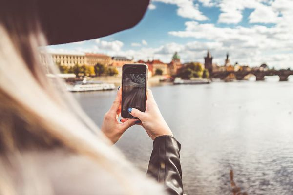 טלפון נייד בפראג - לא רק כדי לצלם את העיר היפה בעולם