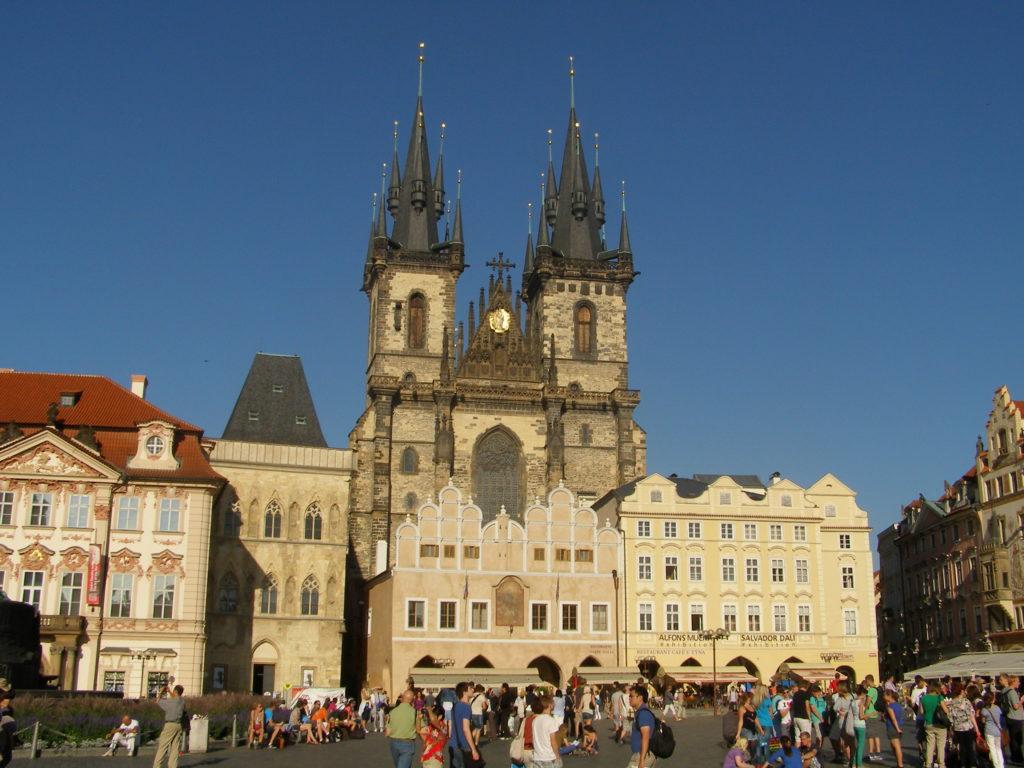 קתדרלת טין בכיכר העיר העתיקה בפראג